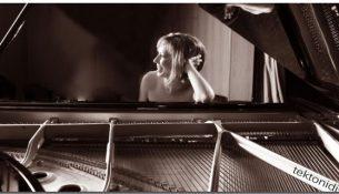 sinavlia-me-tin-pianista-erato-alakiozidou-sto-odio
