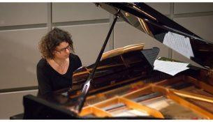 4-cheria-chorevoun-piano-apo-tin-anixi-ton-pliktron